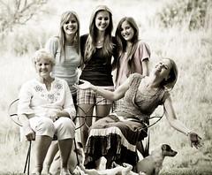 [フリー画像] 人物, 親子・家族, おばあちゃん・おばあさん, 201101020900