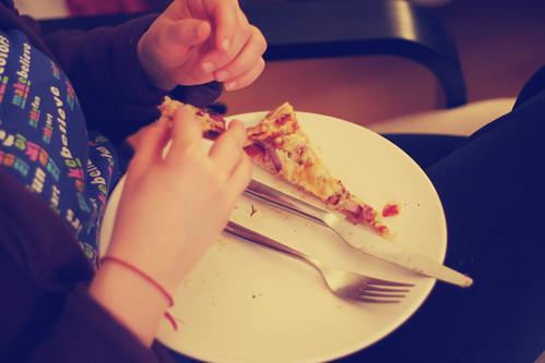 kartoffel-pizza mit zwiebeln & rosmarin