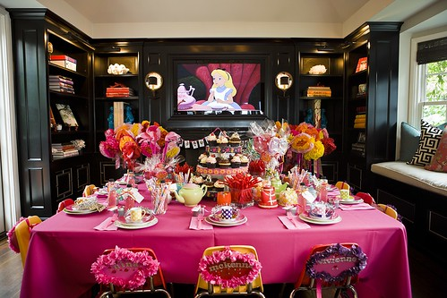 Ideas For A Childs Alice In Wonderland Themed Birthday Party Pias Bday2