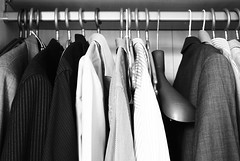 trajes (La mirada de Gema) Tags: trabajo mujer ciudad zapatos ejecutivo traje hombre correr alegra zumo cansancio pereza prisa