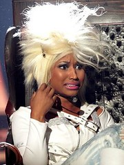 Nicki-Minaj-platinum blond
