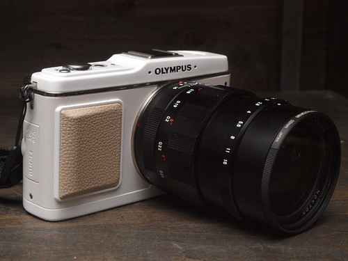 Cosina-Voigtlander Nokton 25mm F0.95 + Olympus-Pen E-P1