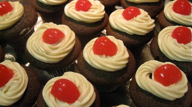 Maker's Mark Manhattan Mini Cupcakes