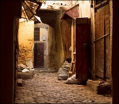 This narrow Maroccan alley (zilverbat.) Tags: urban face canon painting movie eos alley mess shoot raw district candid postcard centre streetphotography streetscene historic arabic morocco fez maroc 7d medina cinematic decor narrow marokko scenics steegje rabat locatie vervallen straatfotografie zilverbat maroctravel nojacktheripperthere aardtinten hetbestaatnog
