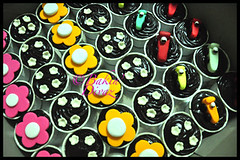 Racing cars and flower cupcakes (Bakin' Divaz) Tags: flower car chocolate racing cupcake ganche