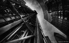 Up in the sky with Lloyds and Willis / London (zzapback) Tags: city uk england urban white black london robert architecture skyscraper plane de mono big rotterdam nikon fotografie united capital sigma kingdom zwart wit gherkin 1224mm willis lloyds augurk stad bishopsgate dg engeland londen vliegtuig voogd vormgeving zww grafische hsm hoogbouw hoofdstad koninkrijk verenigd d700 bergselaan liskwartier f45f56 zzapback zzapbacknl robdevoogd stayawakeenjoyyourday