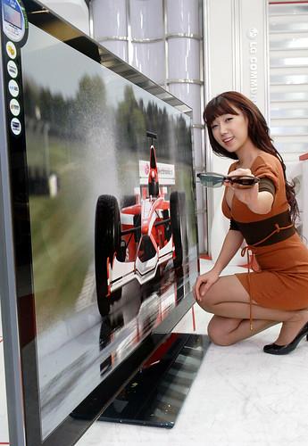 LG전자,  2011년형 세계 최대 72인치 풀LED 3D TV 선봬
