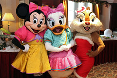 Meeting Minnie Mouse, Daisy Duck and Clarice
