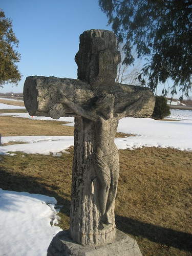 Woodmen-style cross