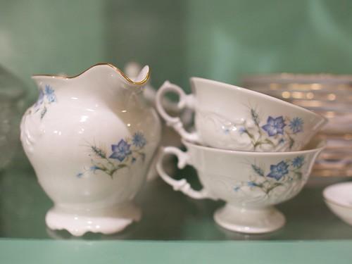 teacups & creamer