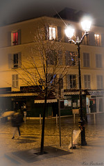 Day 8:365 - 11/1/8 : So Paris (Xav Instants) Tags: street light tree lamp umbrella canon eos streetlight streetlamp lumiere 365 1855mm day8 arbre lampadaire 1118 parapluie rverbre project365 450d day8365 3652011 365the2011edition