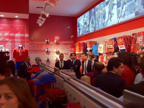 Inauguración tienda oficial del Atelético de Madrid en el centro comercial TresAguas by 3d85dd308f98c07b6241c0d14d174b19