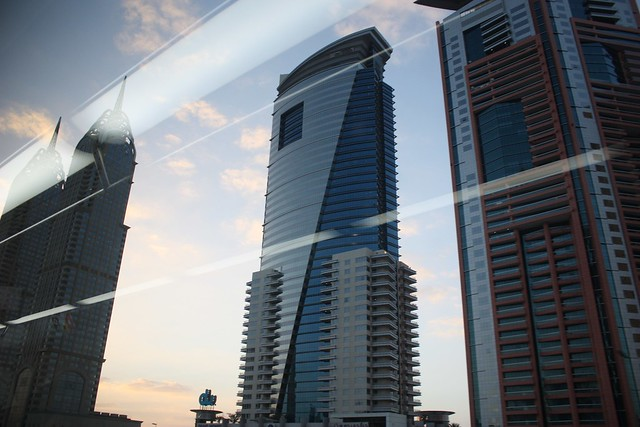 Vistas from Dubai metro