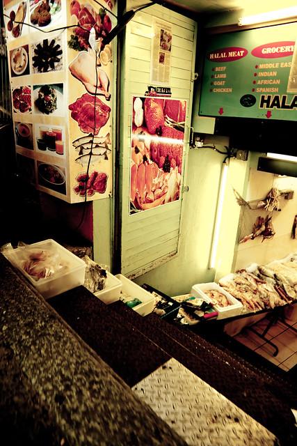 Fresh Market Seafood [EOS 5DMK2 | EF 24-105L@24mm | 1/20 s | f/6.3 | ISO200]