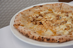 Gorgonzola Walnut and Honey Pizza (WWJE) Tags: italy food japan japanese restaurant boat italian singapore walnut quay pizza honey dining gorgonzola loperetta