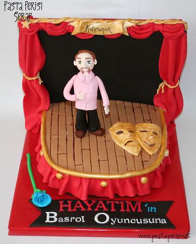 Tiyatro sahnesi pastası - Kahraman Sivri
