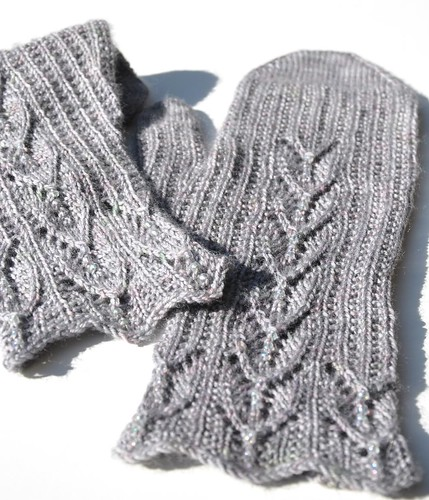 2nd pair of Maia mittens finished