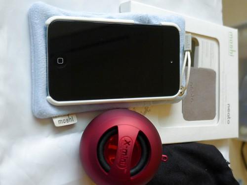 iPod Touch 4 與 X-Mini 合照