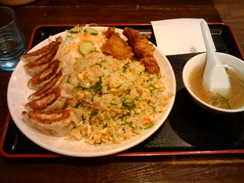 大皿に大盛りの、はなまる定食