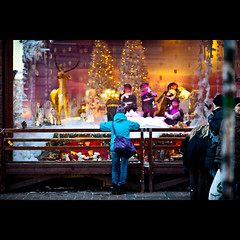 It's Christmas Time (-Canonist-) Tags: christmas street winter people tree canon suomi finland reindeer eos helsinki dof child bokeh streetphotography rail 135mmf20l 5dmarkii