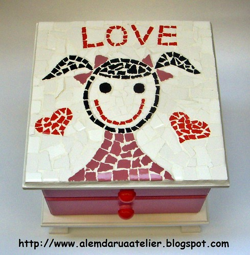 mini cômoda em mosaico