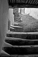 Escaleras arriba...Upstair... (Jose Carlos Fernandez) Tags: bw stair escaleras blanconegro callejn