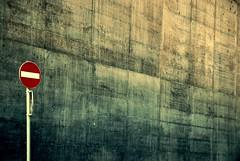 philophische grundbegriffe (K_aR) Tags: muro strada schild cartello segnali divieto