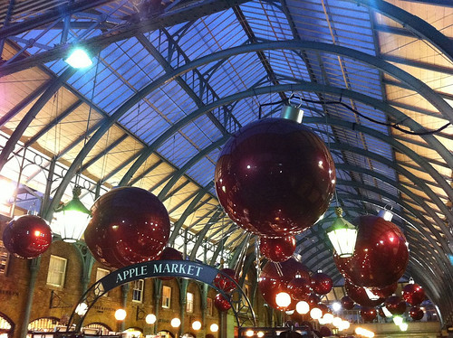holiday season @ Covent Garden, London (by: Edyta.Materka, creative commons license)