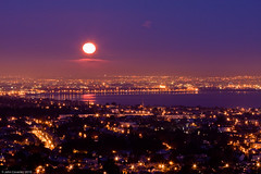 Moonset, Dublin (John Coveney Photos) Tags: ireland moon night purple moonset dublinbay dalkeyhill spireofdublin codublin johncoveney dublinwheel