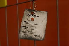 Mobilzaun (raumoberbayern) Tags: sign fence constructionarea munich münchen baustelle schild ubahn zaun robbbilder urbanfragments