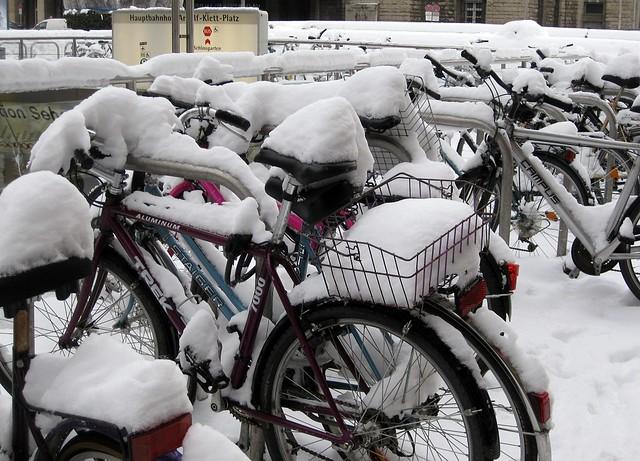 Bisikletler kar altinda