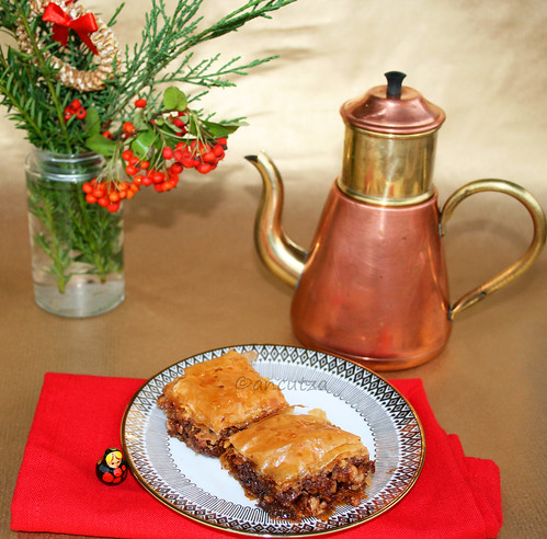 Foto Baklava al cioccolato e noci