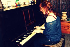 (Louise Spence) Tags: portrait music girl play piano musicianpicnik