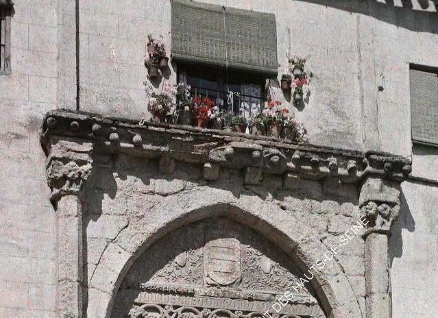 Geranios en la fachada del Palacio de los Toledo entre el 15 y el 17 de junio de 1914. Autocromo de Auguste Léon (detalle). © Musée Albert-Kahn - Département des Hauts-de-Seine