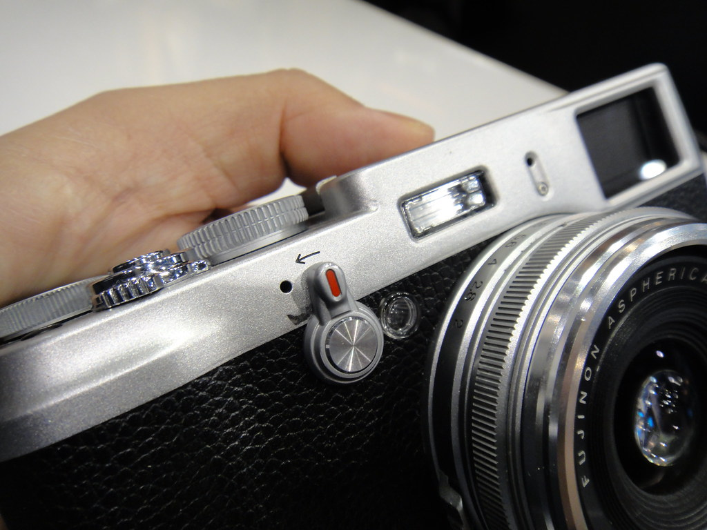CES2011 FujiFilm FinePix X100 Prototype Hans-on