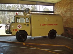1961 Willys Jeep FC-170 4WD ambulance rescue truck (sv1ambo) Tags: new rescue saint st wales truck point george clare jeep brothers district board south transport 4wd ambulance nsw service shire van pt sutherland 1961 willys industries wormald fc170 qvan resqvan