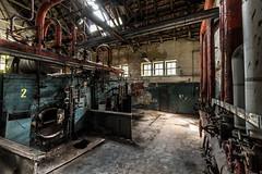 Das Haus der Offiziere - das Heizhaus (ho4587@ymail.com) Tags: hausderoffiziere verlassen abandoned kaputt zerstört urbex gebäude halle heizung licht fenster rohre