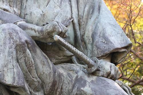 立て膝の中岡慎太郎像 / Nakaoka Shintaro statue
