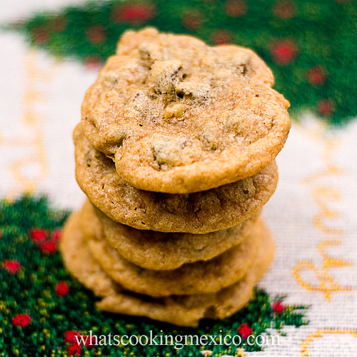 Chocolate chips and peacan cookies