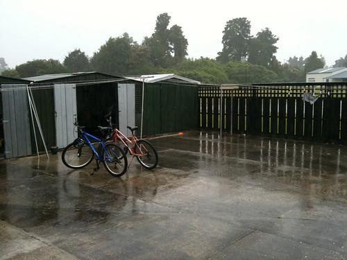 ハーストにて、雨で足止め