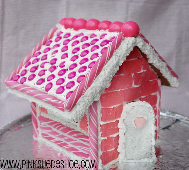 How to Make a Gingerbread House | pinksuedeshoe