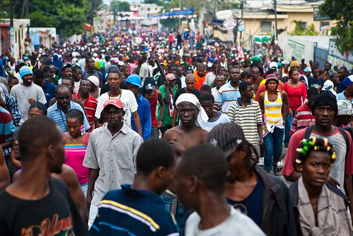 Huge-Crowd-on-Delmas