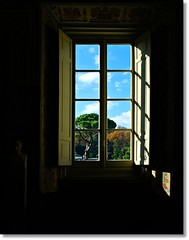 beyond the window (Ev@ ;-)) Tags: italy rome roma window shadows sanpietro stpeter museivaticani vaticanmuseums samsungdigitalcamera samsungnx10