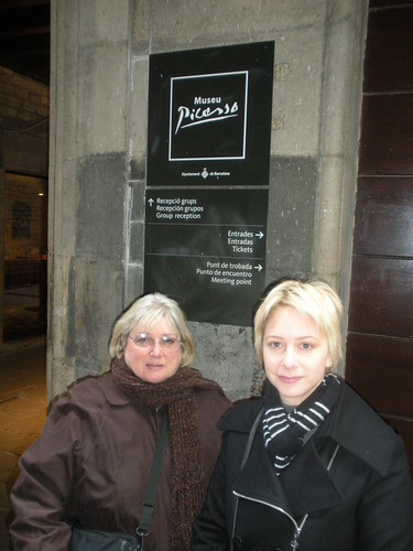 Mary and Sarah in front of Picasso Museum