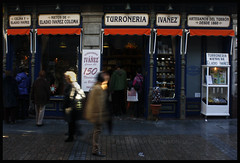 Mis navidades universitarias (amaiamolinet.com) Tags: canon bilbao tienda viejo bizkaia casco turron vizcaya bilbo 2010 zaharra escaparate alde ivañez 1000d turroneria