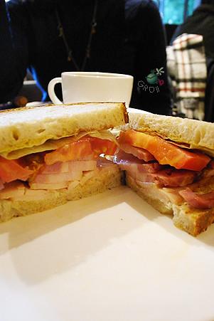 厚片培根烤總匯三明治