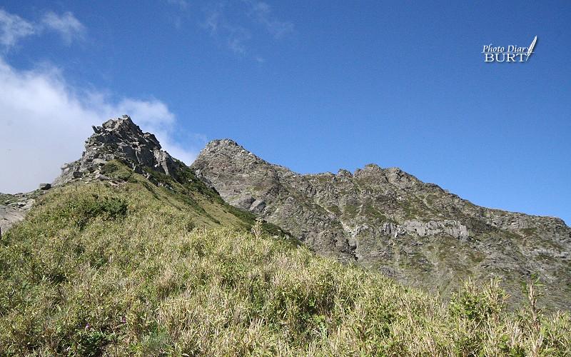 陡直的奇萊北峰