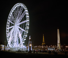 Paris by night #2 (philoufr) Tags: paris night toureiffel ferriswheel nuit placedelaconcorde granderoue yashicamat124g epsonperfectionv500photo kodakportra8001600