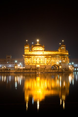 Golden Temple - Night (Angad Singh | Zone 5 Aviation) Tags: sky india reflection water fog night canon temple golden sahib gurdwara punjab amritsar gurudwara harmandir darbar 50d tamronspaf1750mmf28xrdiiildasphericalif canoneos50d