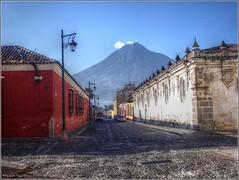 Antigua Guatemala (Fernando Reyes Palencia) Tags: guatemala antigua paisajesdeguatemala bellospaisajesdeguatemala fotosdeguatemala bellaguatemala paisajesdelmundo guatemalalandscapes imagenesdeguatemala guatemalapaisajes postalesdeguatemala